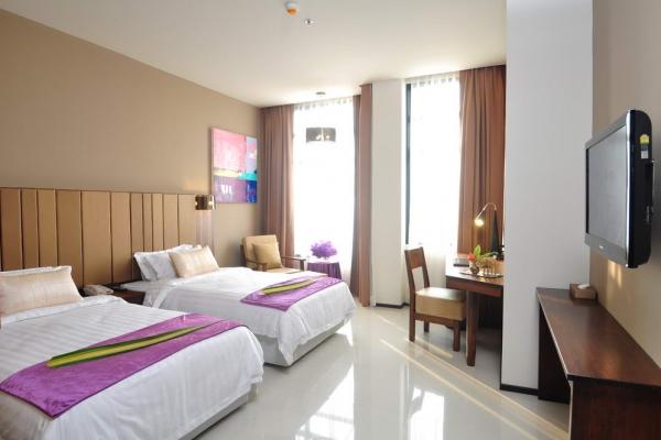 room1463C8AEF-5DE4-8A08-C0DC-9C82517FF5B6.jpg