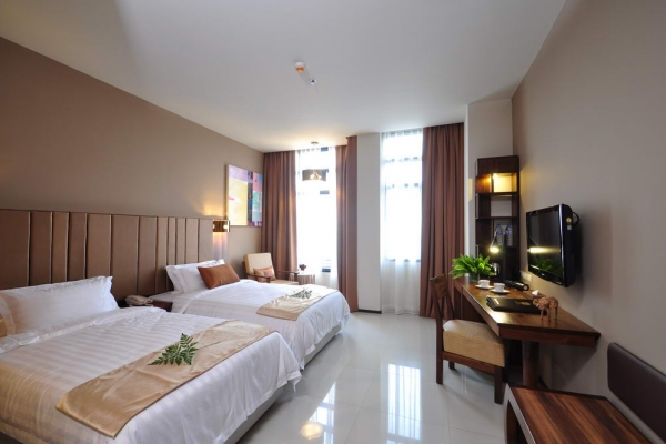 room42B12FD50-4A5E-FC20-44B8-8E50C70B705B.jpg