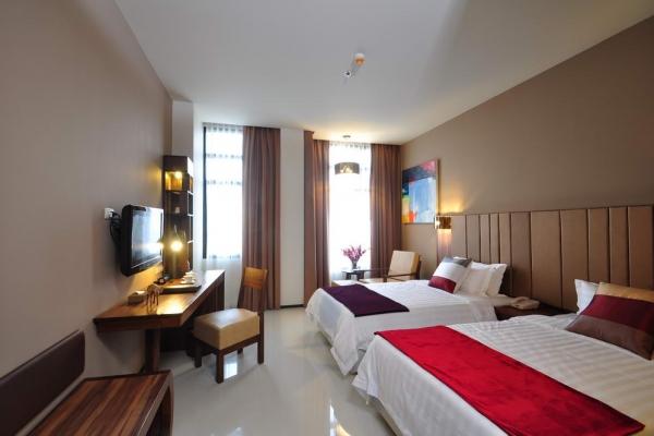 room5F76BB88F-BAE2-FD23-529D-E7D95B6A8B0F.jpg