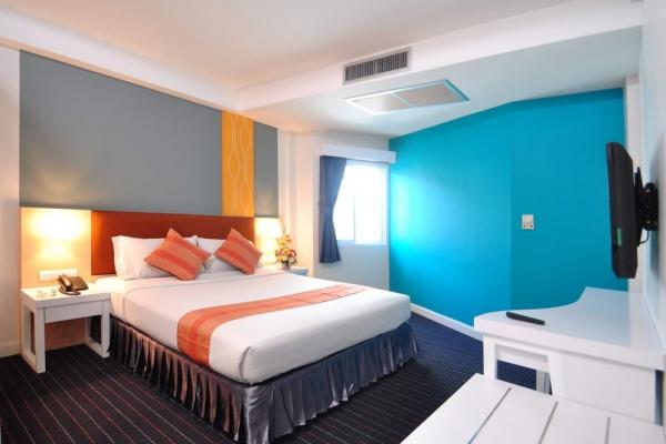 room017322DF32-6644-C9E7-08A1-312F99154287.jpg