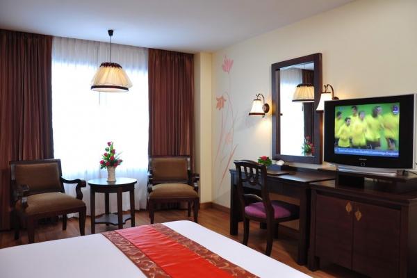 room09EBAE74B4-1450-F685-0C05-CCC5A5D588AF.jpg