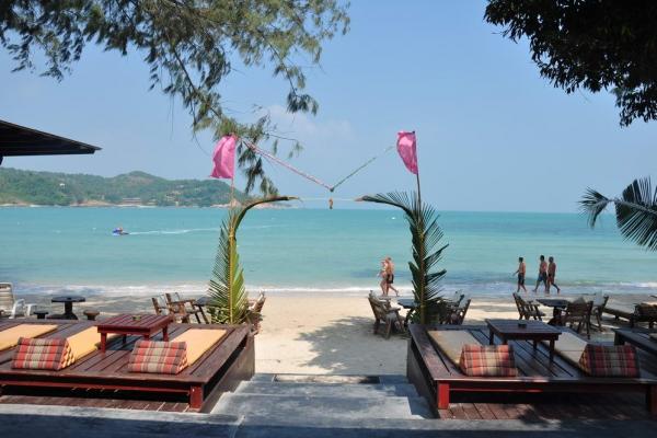 beach-bar26ADFF529-A6D4-2CE8-CA28-474EEA62D352.jpg