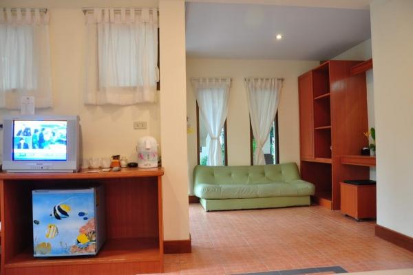 family-room3980D7FE2-1E54-140E-7CAF-B189F7DAE35B.jpg