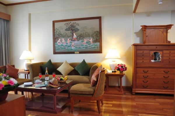 hotel-room12411BC9F0-03D0-B89D-B7F9-706EE2364C84.jpg