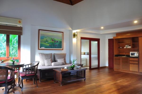 hotel-room42CEE854EB-0191-5F55-393B-C18B3863D26C.jpg