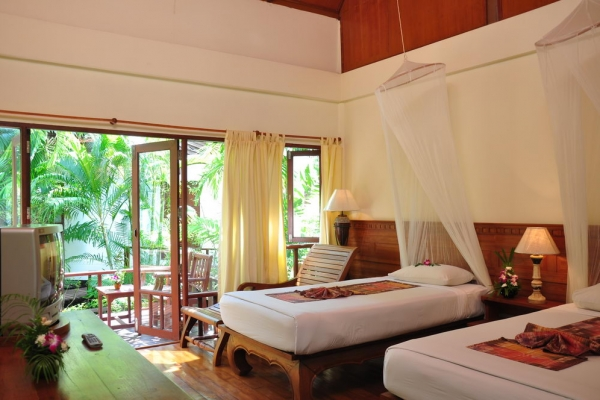 hotel-room4766FD797F-061A-DAEF-BAC6-A74253ECD389.jpg